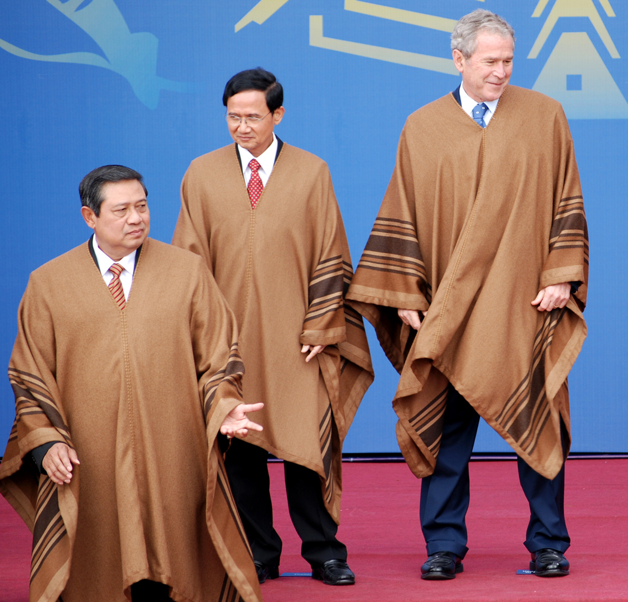 Bush & Friends do the APEC boogie